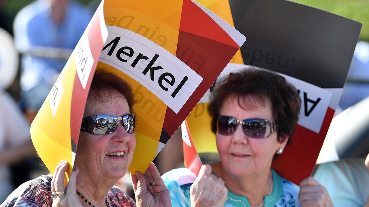 Durante su discurso la canciller instó a los presentes a votar por la CDU para que pueda seguir trabajando en los problemas que existen en el país