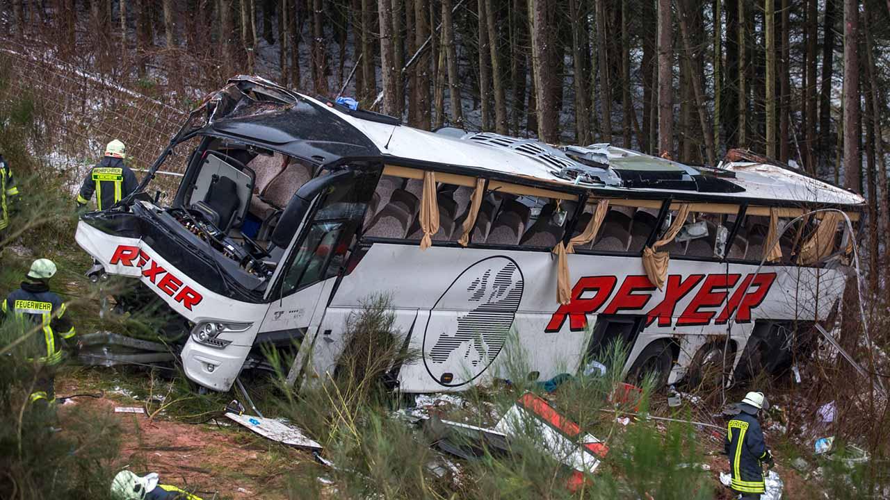 6 personas sufrieron heridas de gravedad tras volcarse el vehículo por fallas mecánicas
