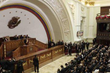 El organismo legislativo informa que Delcy Rodríguez, Darío Vivas y Fidel Vásquez violentaron el espacio de sesiones de los diputados