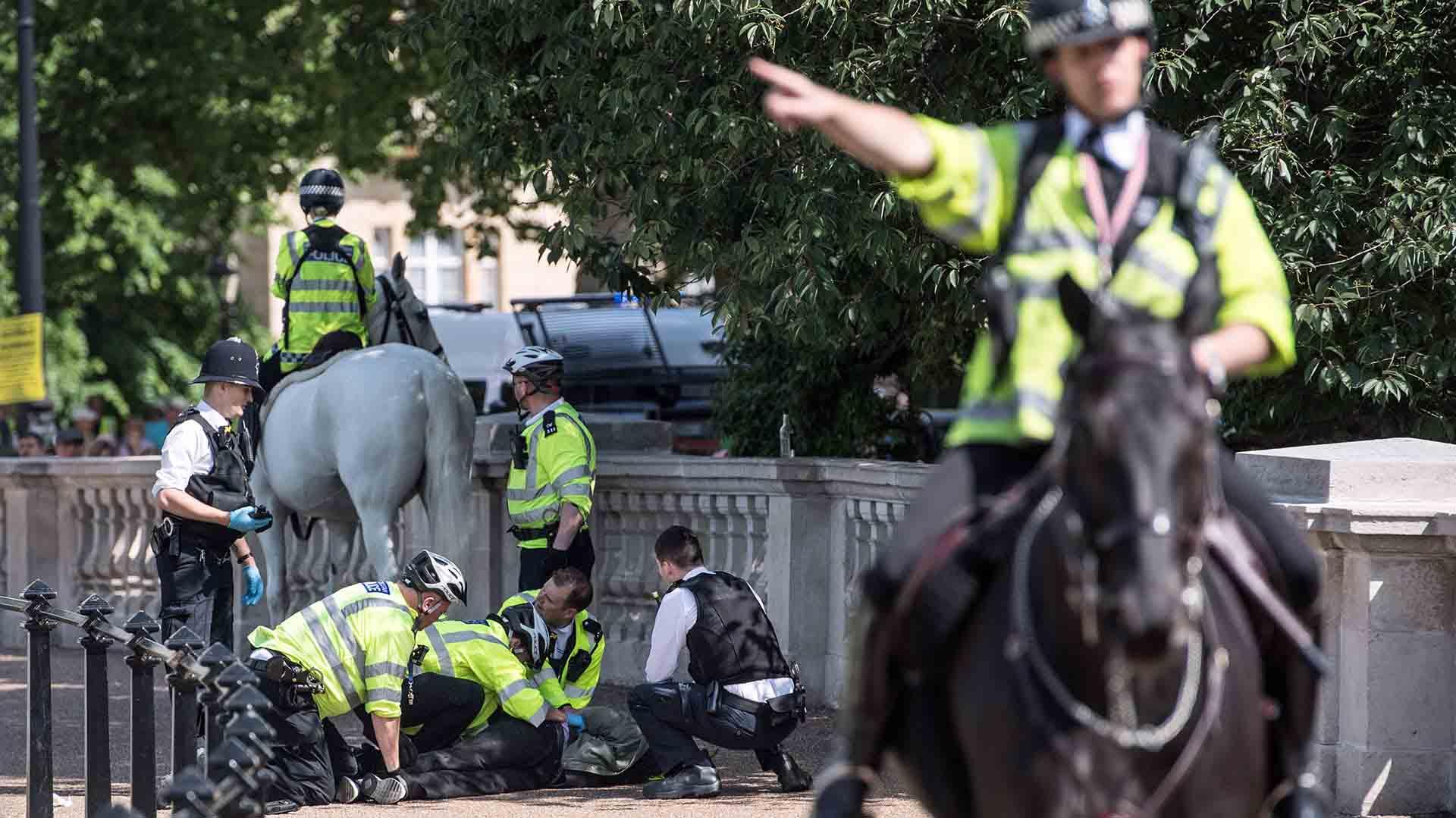 El hombre hirió a dos policías de Londres que intentaban detenerlo