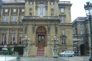 El Ministerio de Relaciones Exteriores del país europeo condenó la disolución de la Asamblea Nacional