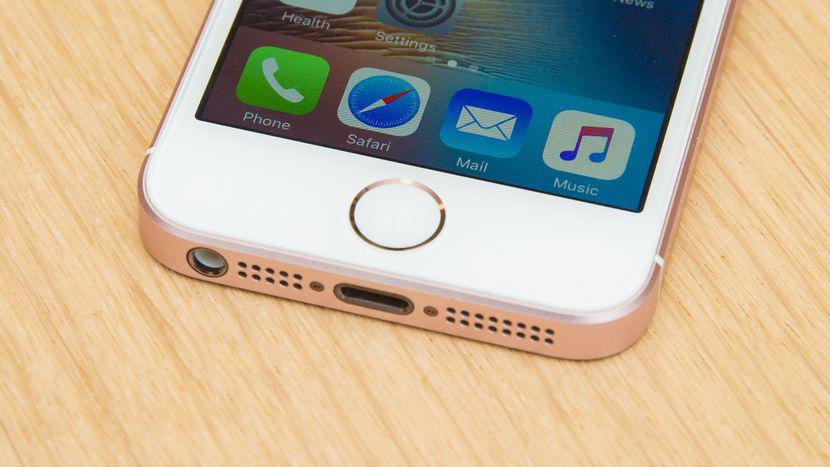 La actualización solo pesa unos 49,5 MB y, al parecer, puede solucionar el problema de la pantalla de algunos iphone 8