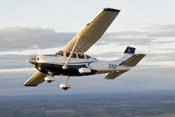 La aeronave fue escoltada por dos aviones militares y las cuatro personas a bordo fueron detenidas entre ellas tres extranjeras