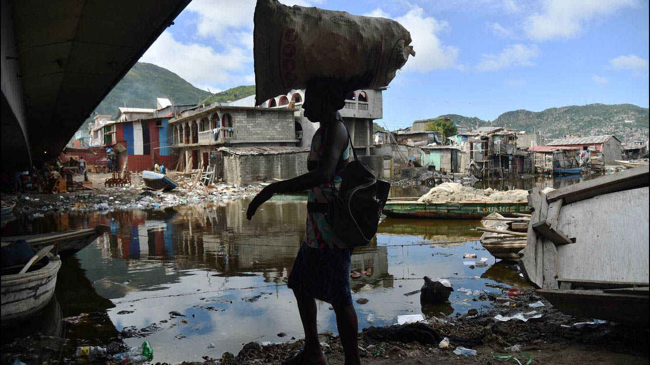 El fenomeno de categoria 5 también destruyo al menos 90 de cada una de las islas durante su paso