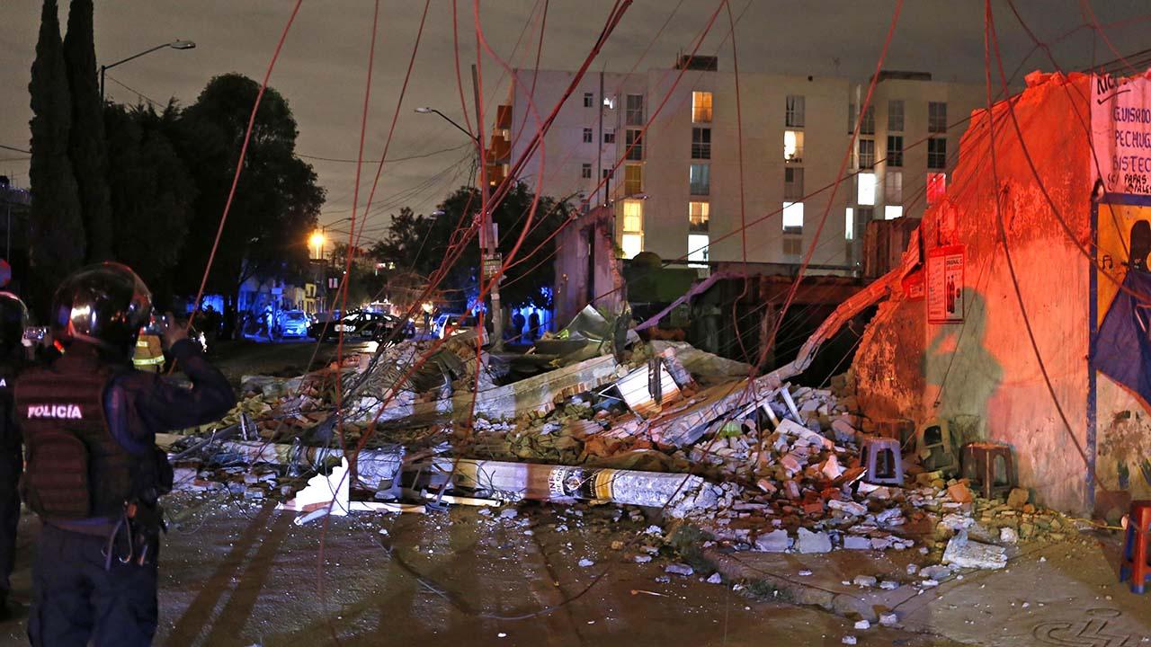 El presidente Enrique Peña Nieto confirmo un saldo de 15 victimas mortales hasta el momento