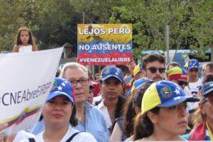 La Organizacion Internacional para las Migraciones emitio una solicitud para que sean otorgados permisos de residencia y proteccion especial