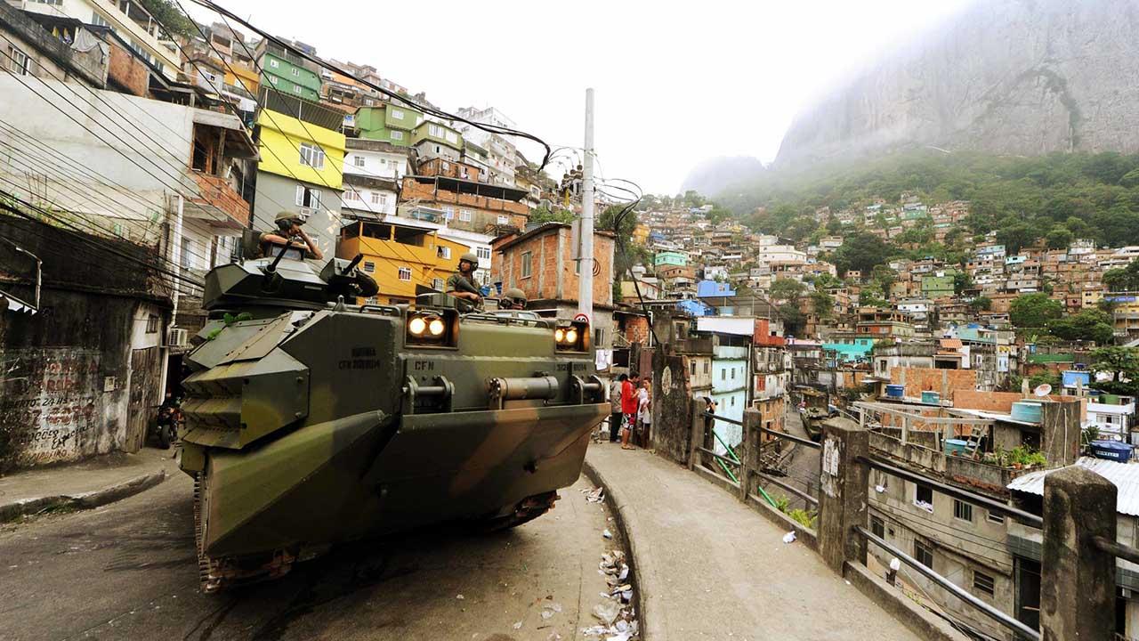 El gobernador de Rio Luiz Fernando Pezao aseguro que funcionarios de seguridad han ingresado a la zona de conflicto con helicopteros