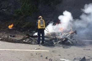 Un Jeep se incendió en el sector El Vizcaíno, adyacente al puente de Guatopo en la autopista. Los occisos siguen sin identificar
