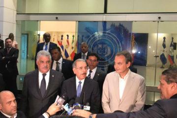 """Danilo Medina, presidente de República Dominicana ,señaló que buscan aprobar """"una agenda que lleve a una negociación definitiva para la crisis"""""""