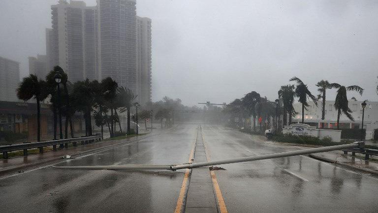 """Donald Trump, presidente de Estados Unidos, viajará """"muy pronto"""" a Florida para evaluar las labores de socorro en respuesta al potente ciclón"""