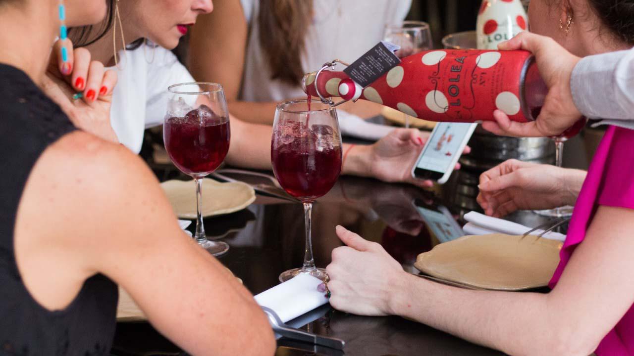La exclusiva bebida española llega con ingredientes naturales, lista para deleitar a las personas con todo el sabor mediterráneo