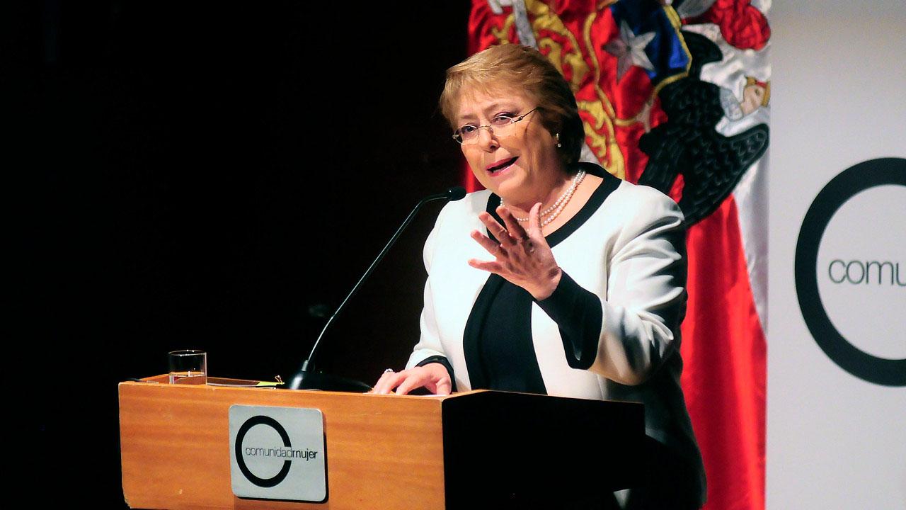 La mandataria buscará promover las inversiones de Chile en la Isla