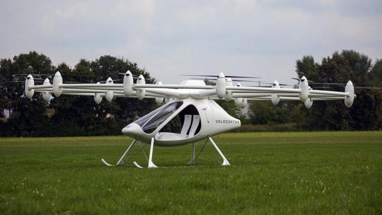 El aparato logró despegar durante los test unos 200 metros desde tierra y sobrevoló por cinco minutos un área de arena en la costa del emirato