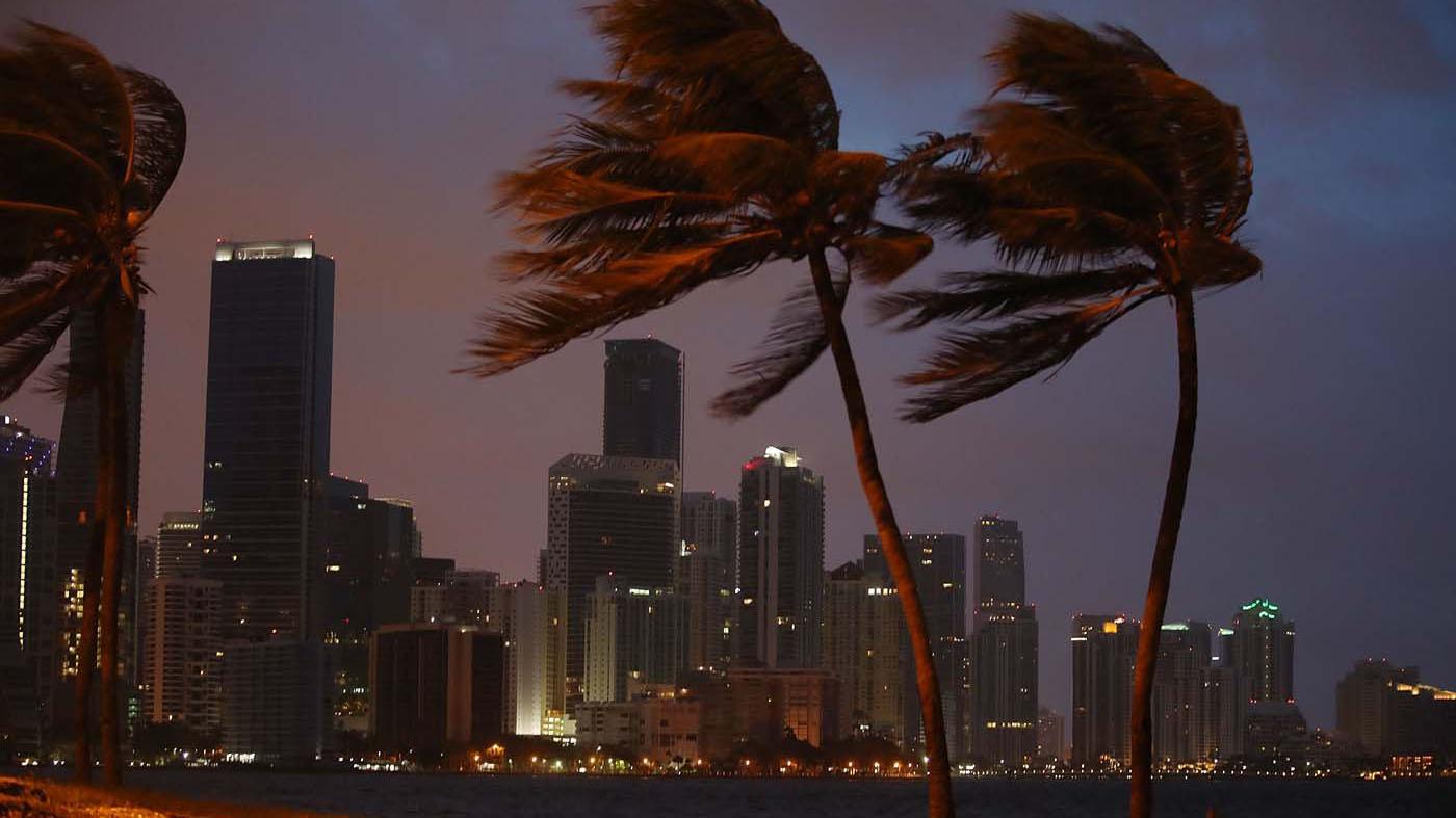 Se espera que el ciclón toque tierra firme en algún punto entre Naples y la Bahía de Tampa, en la costa oeste de Florida este domingo por la tarde o noche