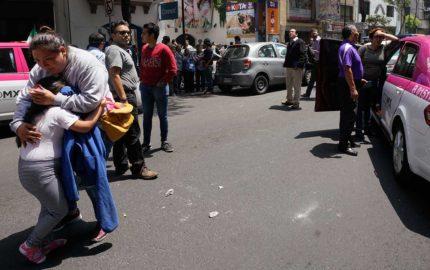 La alarma sismica sonó nuevamente y causó la alerta en la población de Ciudad de México quienes tuvieron que aglomerarse en las calles