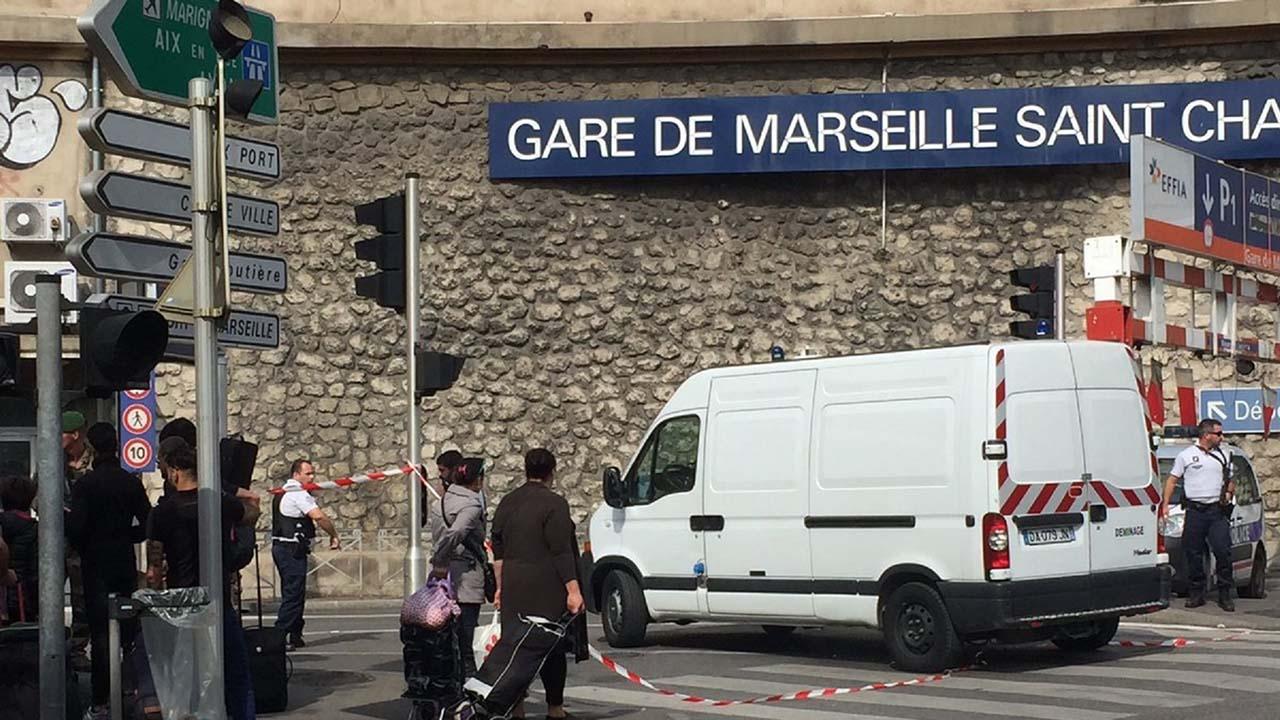 Las jovenes de 17 y 20 años murieron a manos de un soldado del EI con heridas de armas blanca en una estacion de trenes en la ciudad francesa