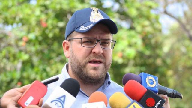"""Desde el exilio aseguró que en este momento la oposición debe """"luchar contra el sistema antidemocrático, por lograr condiciones electorales confiables"""""""