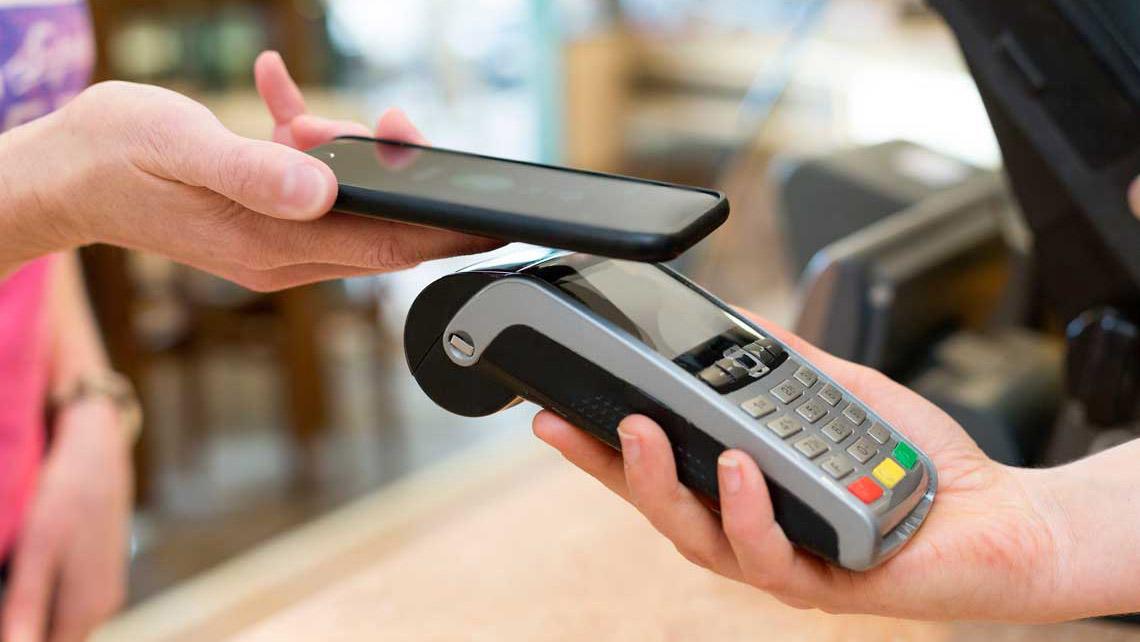 Con tan solo afiliar el servicio, a través de los canales establecidos por cada banco, el usuario podrá realizar sus movimientos de manera rápida y segura