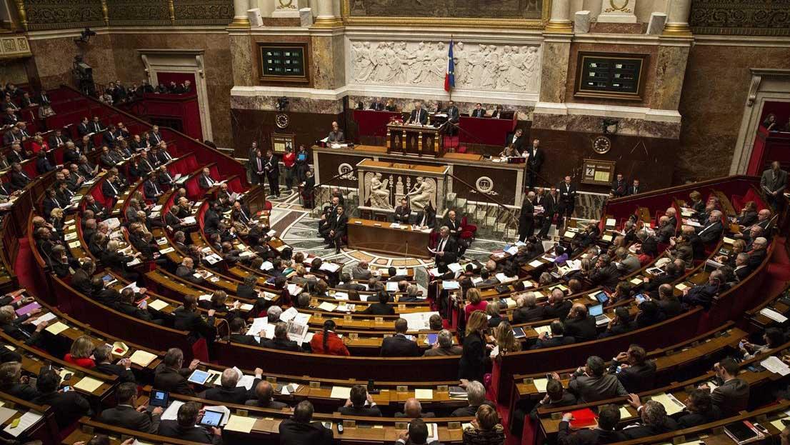 El proyecto de ley busca incorporar al derecho ordinario de manera suavizada algunas de las medidas que rigen en Francia