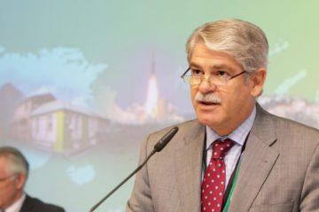 Alfonso Dastis aseguró que su país apoya el diálogo y la mediación internacional para restablecer el orden democrático
