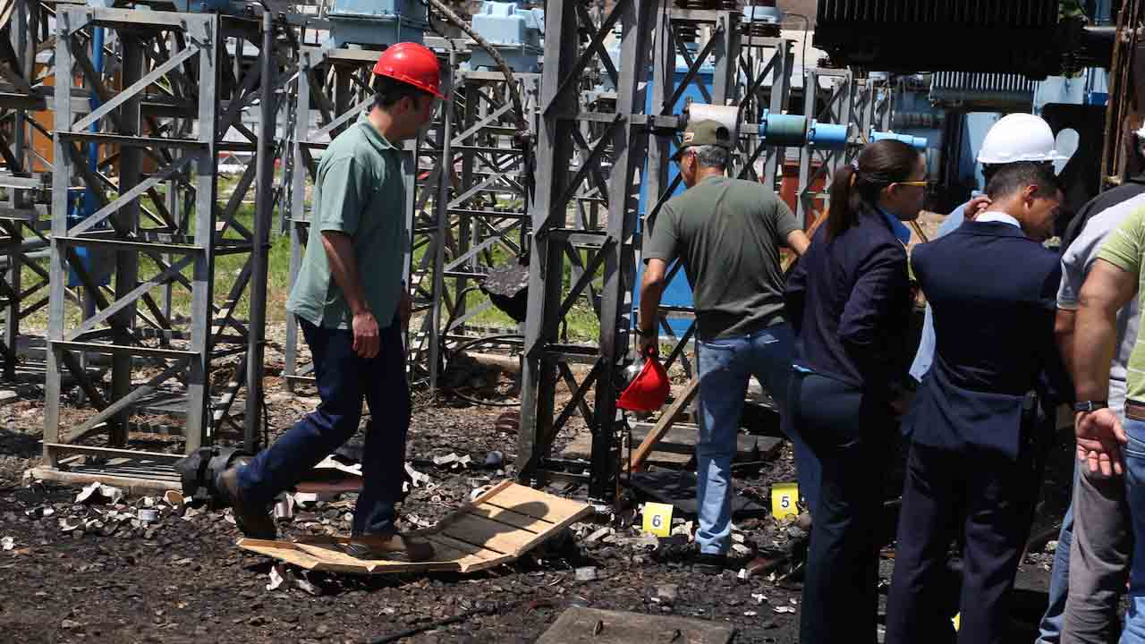 Luis Motta Domínguez, ministro de Energía Eléctrica informó que fueron detenidos seis sujetos durante el procedimiento