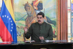 """El mandatario aseguró que el Gobierno Nacional participará en los comicios """"llueve, truene o relampaguee"""""""