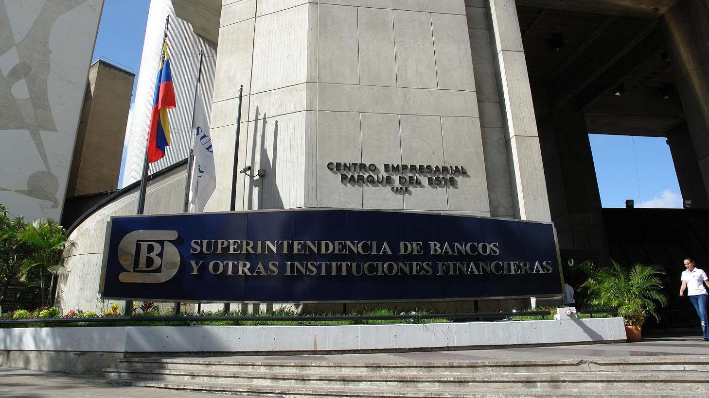 Banca pública y privada deberán adoptar el Petro como unidad de cuenta