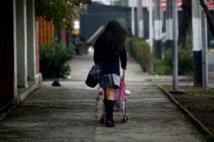 Según estadísticas, una de cada cuatro adolescentes que vive en áreas rurales y en situación de pobreza no asiste a la escuela y trabaja en quehaceres domésticos