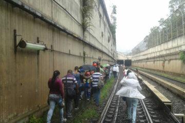 Pasajeros que se encontraban entre las estaciones Mamera y Antímano fueron desalojados del vagón 40 minutos después de que este dejara de funcionar