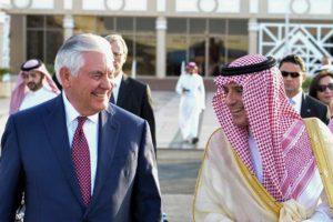 El secretario de Estado norteamericano y Haider Al Abadi sostuvieron un encuentro en Arabia Saudi para tratar diversos tópicos