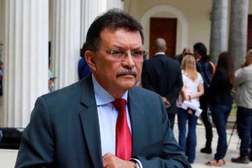 """Tarek William Saab informó que el exdiputado """"se encuentra prófugo de la justicia y contra él se ha iniciado un proceso de investigación"""""""