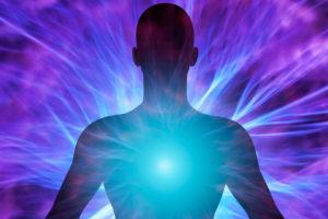 Los estudiosos Stuart Hameroff y Sir Roger Penrose desarrollaron esta teoría cuántica de la conciencia