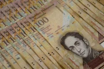 El sujeto transportaba el dinero en efectivo, escondidos dentro de 22 cajas de toallas sanitarias