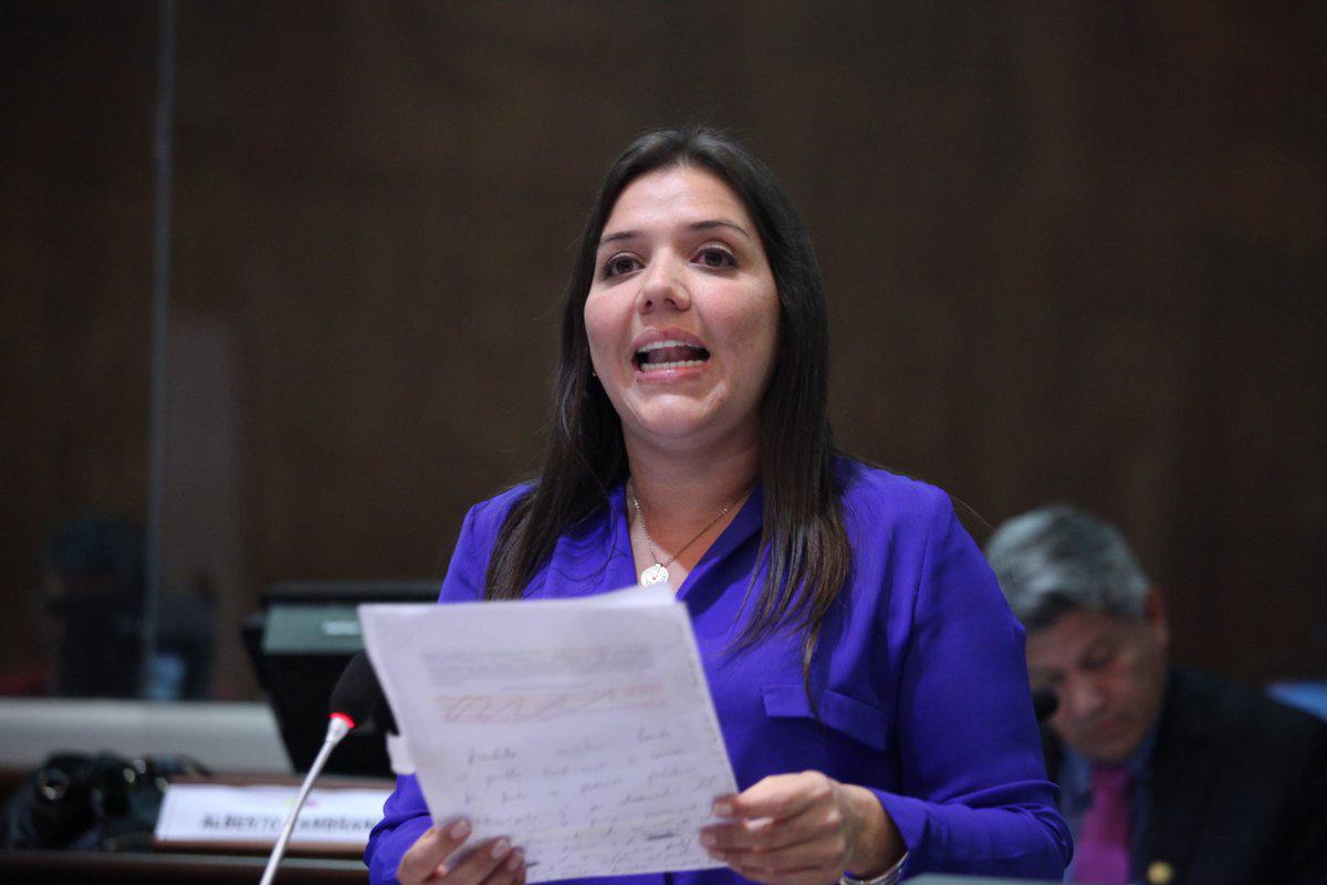 El presidente ecuatoriano, Lenin Moreno, nombró a María Alejandra Vicuña en el cargo, de forma temporal por la detención de Jorge Glas