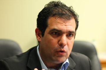ElDirector Ejecutivo de la organización, Alfredo Romero, invitó a no aceptar que el gobierno y la oposición negocien la libertad de estos ciudadanos