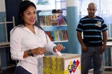 La gobernadora del estado Táchira rechazó las críticas que la oposición realizó por prestar juramento ante la ANC