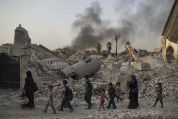 La coordinadora humanitaria del organismo, Lise Grande, señaló que miles de iraquíes necesitan ayuda en medio del conflicto con el EI