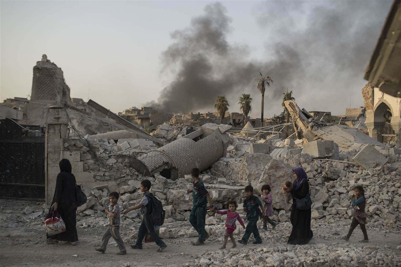 Entre los fallecidos se encuentran al menos 45 seguidores del EI, siete de ellos portaban cinturones explosivos y se inmolaron