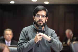 Tras ejercer su derecho al voto en Petare, sujetos lanzaron objetos a ambos dirigentes políticos