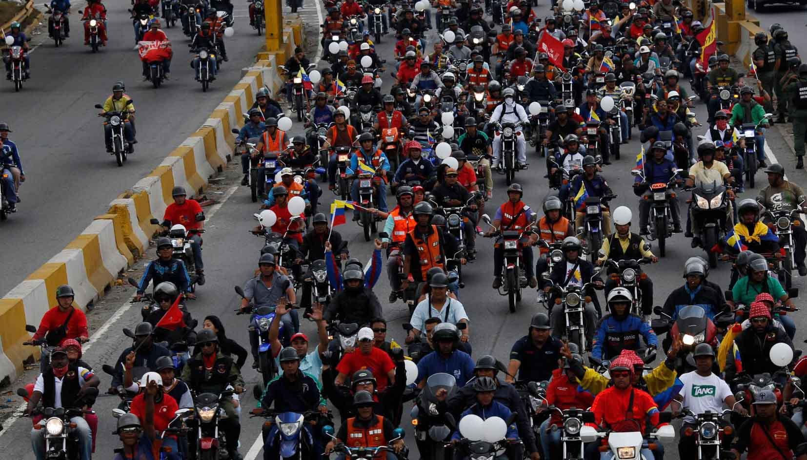 Usuarios de la red social Twitter denuncian que motorizados han atacado a electores de diversas partes del país