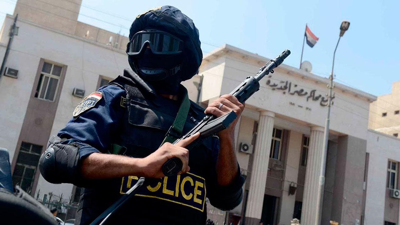 El Ministerio de Interior de ese país estima 21 policías fallecidos y otros 20 reclutas a causa de la balacera que ocurrió a 300 km de El Cairo