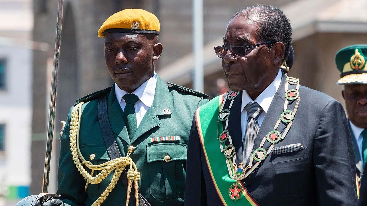 """Los militares aseguraron en un mensaje televisado """"no es un golpe de Estado"""" y aseguraron que el presidente se encuentra a salvo"""