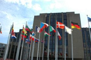 El Parlamento, la Comisión y el Consejo Europeo se plantearon revisar el Régimen de Comercio de Derechos de Emisión de la UE para cumplir con el acuerdo internacional