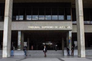 El ente también informó que Bernardo Pulido y Omar Mora alegaron cualidad de apoderados del parlamentario