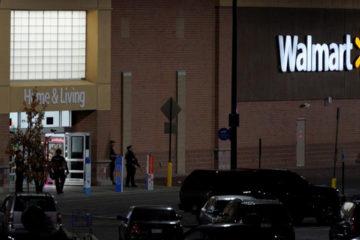 La balacera dejo abatidos a dos hombres y una mujer en un centro comercial ubicado en la localidad de Throton