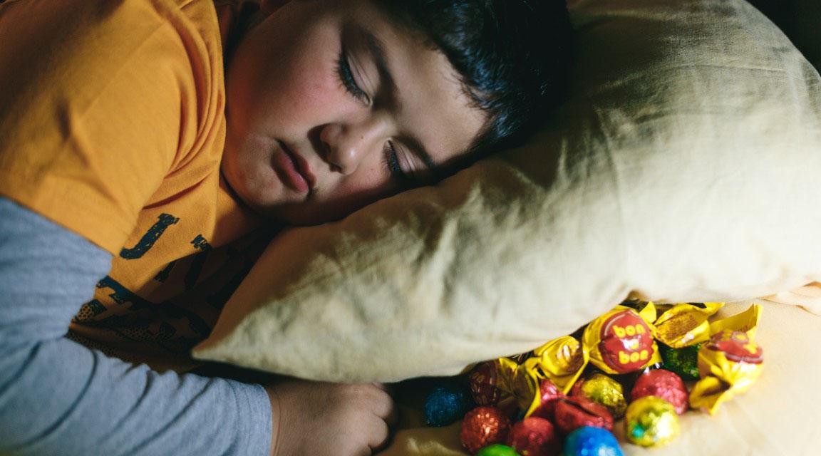 """Un análisis recuerda que""""el exceso de peso en la infancia es predictivo de la obesidad adulta"""" y generalmente prevalece a través de los años"""
