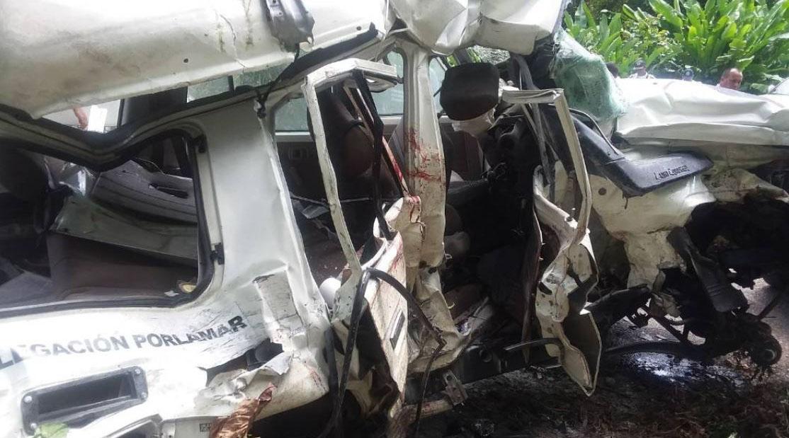 El accidente ocurrió a las 11:30 am cuando la unidad tipo machito chocó contra un camión de carga tipo Encava