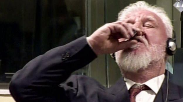 Praljak se suicidó bebiendo un líquido desconocido durante el fallo que le daba 20 años de prisión por crímenes de guerra