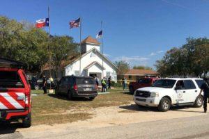 Testigos declararon que un hombre comenzó a disparar durante la misa celebrada en una iglesia bautista en Sutherland Springs