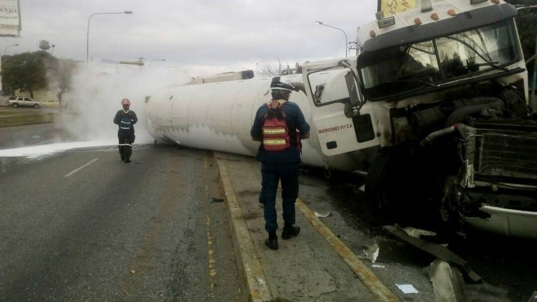 El vehículo de carga colisionó contra una camioneta particular en la avenida Libertador en Barquisimeto, estado Lara